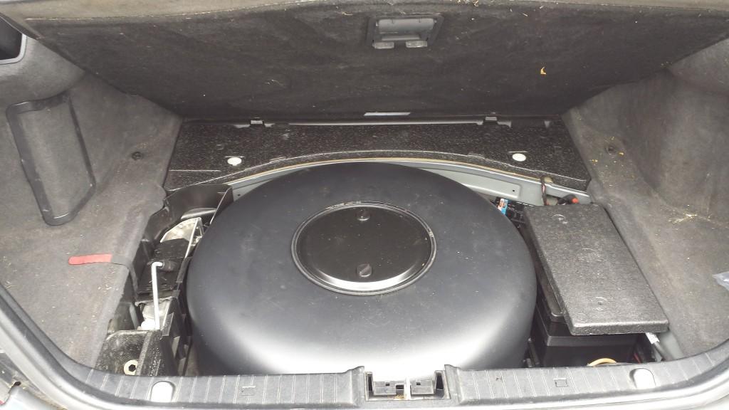 LPG tank in spare wheel space